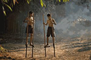 Nostalgia Permainan Traditional Di Rumah Adat Sasak Ende Lombok
