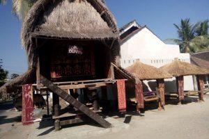 Tradisi Unik, Harus bisa Menenun sebelum Menikah di Sukarare-Lombok