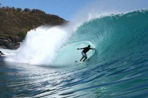 7 Lokasi Surfing di Lombok untuk Pemula Hingga Profesional