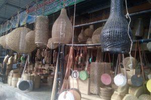 Melihat Kerajinan Bambu Khas Lombok di Desa Gunung Sari
