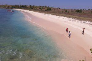 Mencontoh suksesnya Re-Branding Pantai Tangsi Menjadi Pink Beach