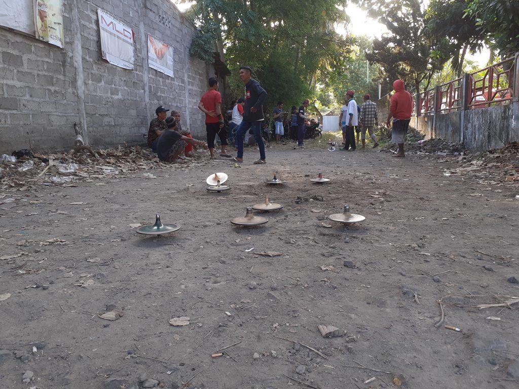 Melirik Keseruan Permainan Legenda Gasing Di Lombok